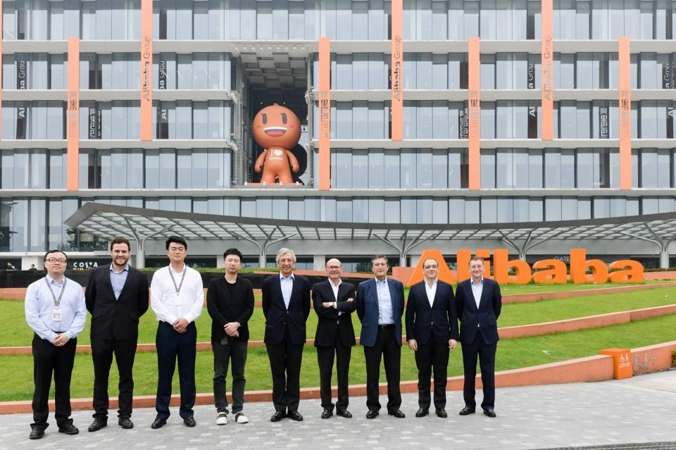 Roca se alía con Alibaba para crecer en China