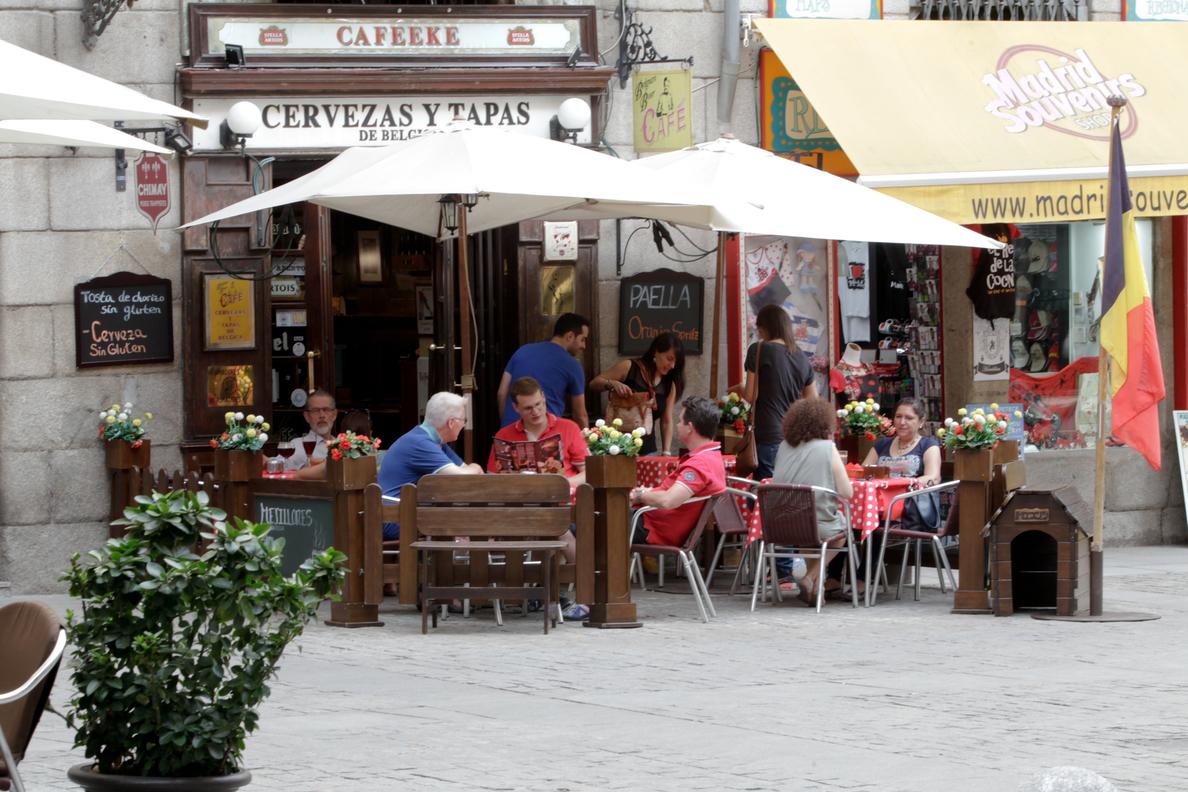 Cataluña alivia las restricciones y permitirá a la hotelería abrir hasta las 17:00