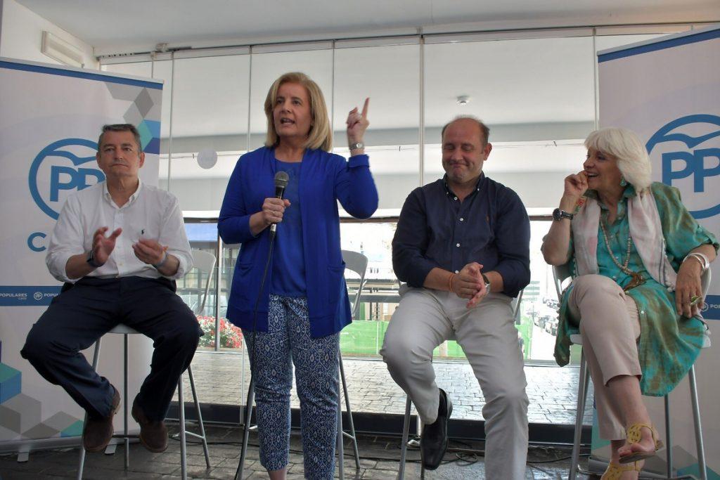 Báñez reivindica a Sáenz de Santamaría como «la mejor para presidir el PP y gobernar España»
