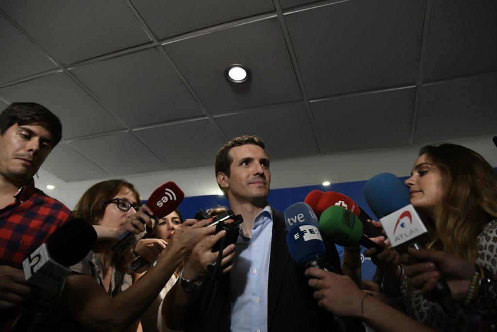 Casado (PP) hará campaña este domingo en Cataluña y apoyará a las fuerzas de seguridad