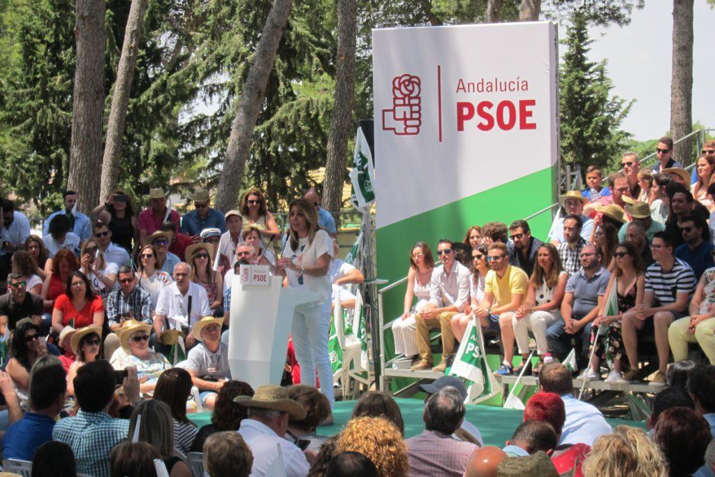 Susana Díaz pide a patronal y sindicatos firmar «cuanto antes» un acuerdo «para combatir juntos la precariedad laboral»