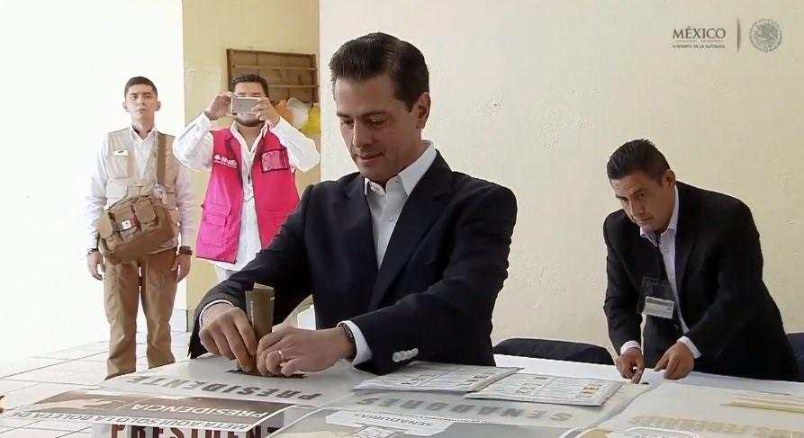 Peña Nieto destaca tras votar que esta es una jornada «histórica» para México