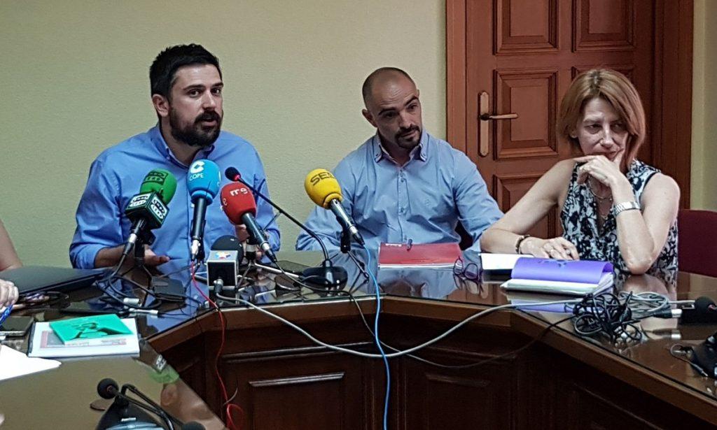 Espinar acusa al Gobierno regional de hacer «un ejercicio de abuso de autoridad» con el caso del máster de Cifuentes
