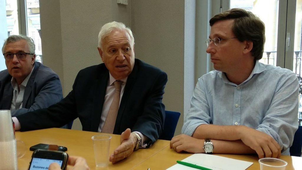 Margallo asegura que no le consta presiones y critica que no se haya producido un debate entre aspirantes