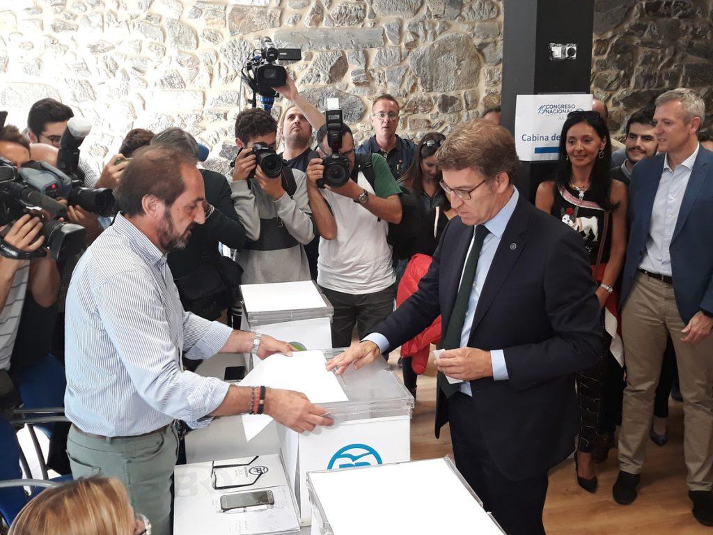 Feijóo tras votar: «No es fácil, pero he elegido lo mejor para el PP» y para «construir un equipo capaz de gobernar»
