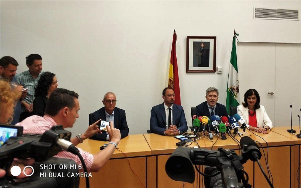 Grande-Marlaska dice que se mantendrán los CIE y que se hará un centro para atender la llegada de inmigrantes