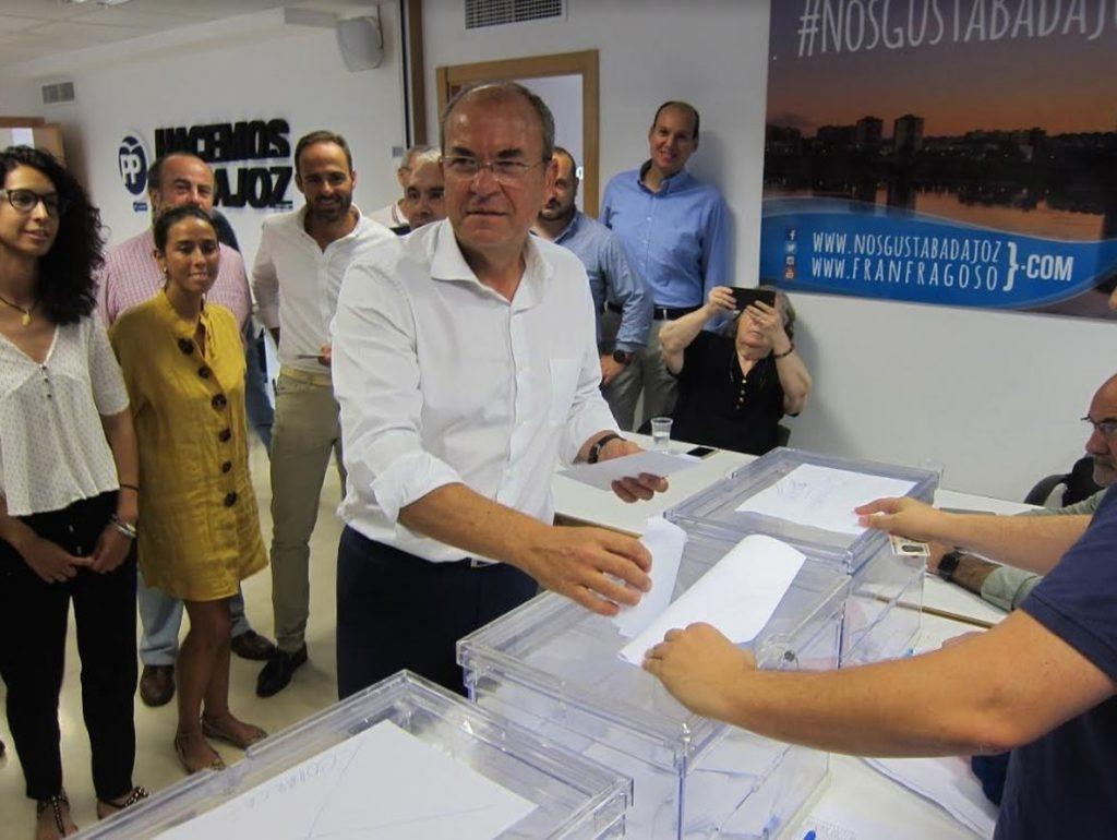 Monago considera que las primarias suponen una «mayor apertura» para que los militantes elijan a su presidente