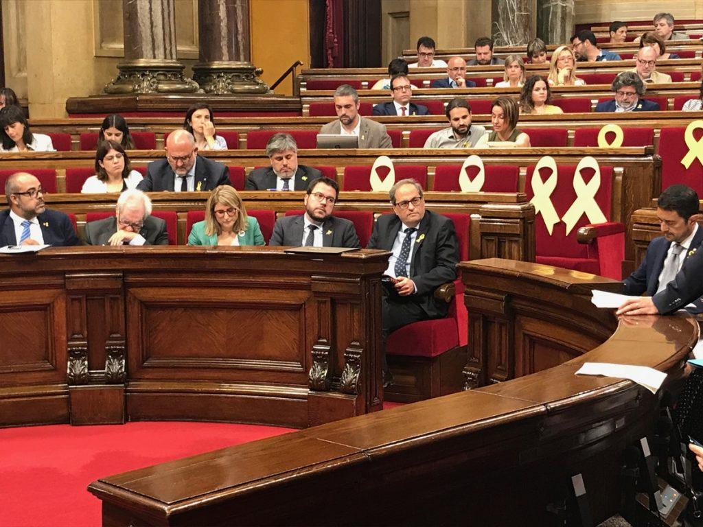 El Parlamento catalán encarga a Torra crear un «espacio de diálogo» con todos los partidos y con el Gobierno de Sánchez