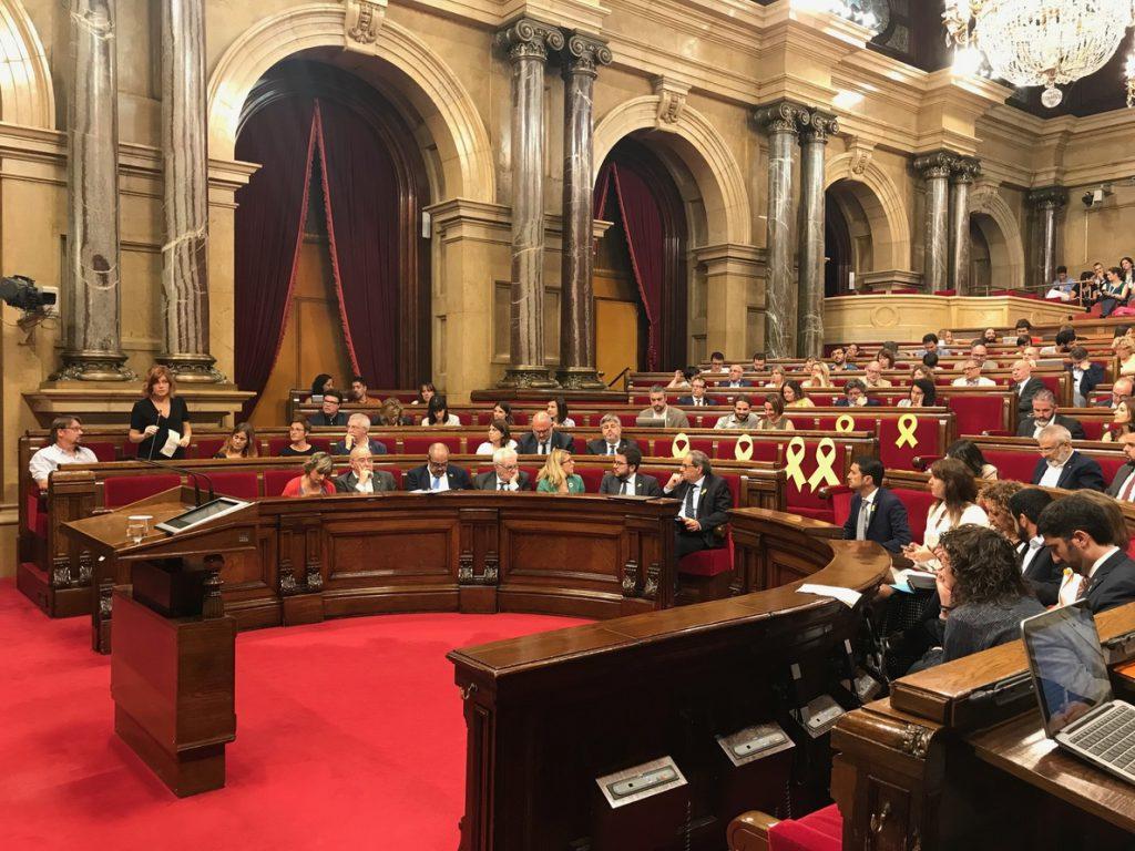 Parlamento catalán reafirma los «objetivos políticos» de la resolución independentista del 9N suspendida por el TC