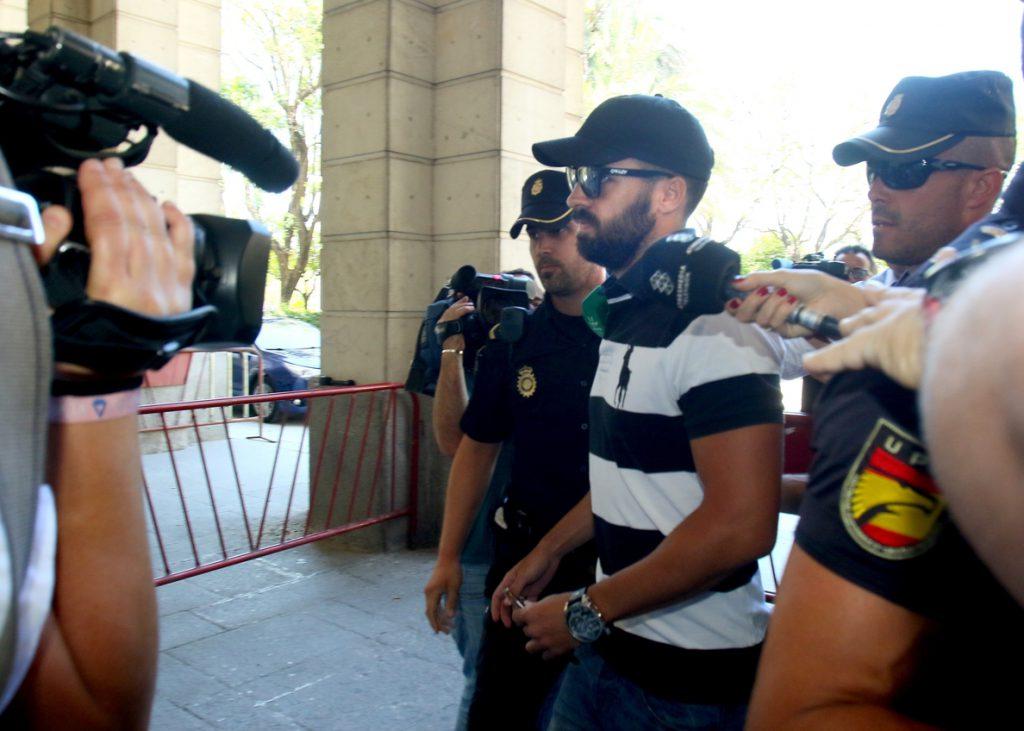 El abogado del guardia civil de La Manada: «Hemos hecho todo lo posible por explicar el malentendido»