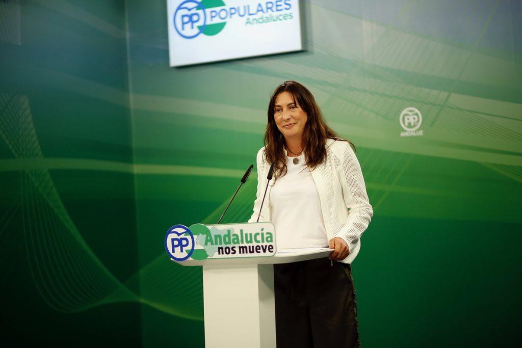 PP-A: «Los compromisarios tienen que oír lo que ha dicho la militancia, que quiere a Santamaría de presidenta»