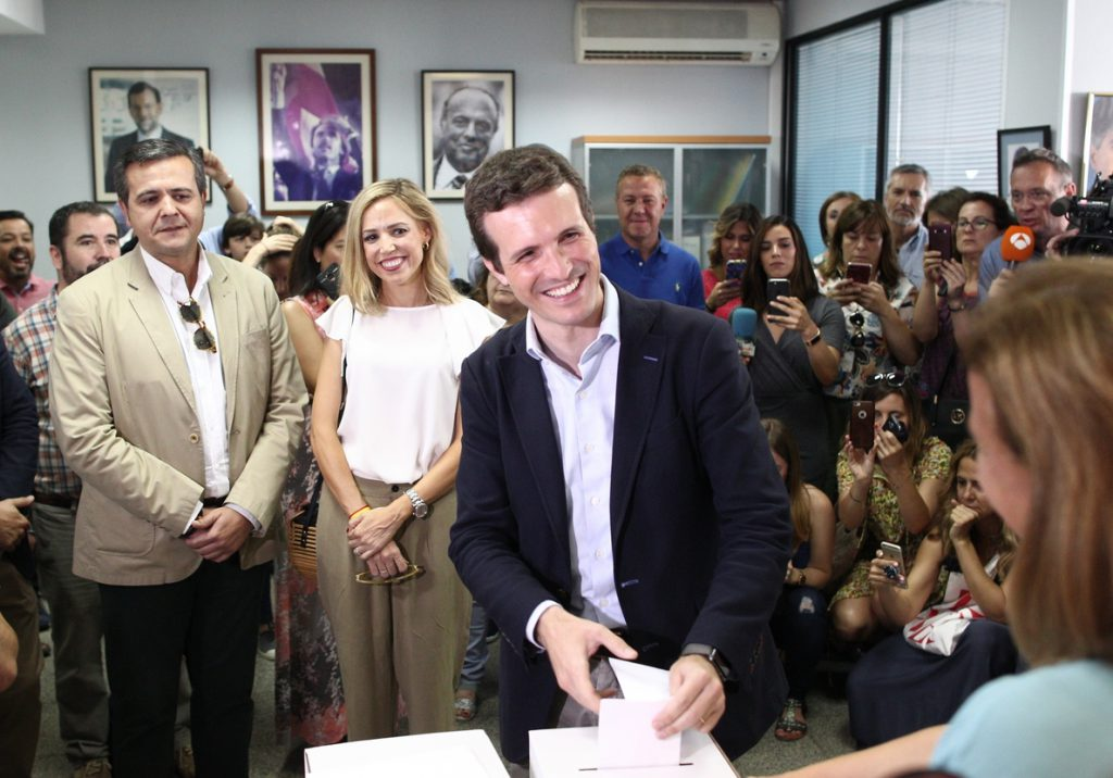 Casado pide al Comité Organizador del Congreso un debate con Sáenz de Santamaría para «confrontar sus ideas»