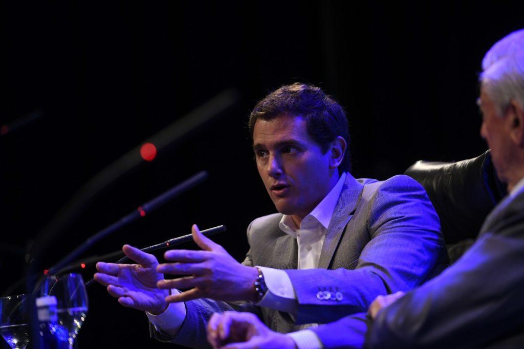 Rivera defiende «una España de ciudadanos libres e iguales» frente a la «ingenua nación de naciones» de Sánchez