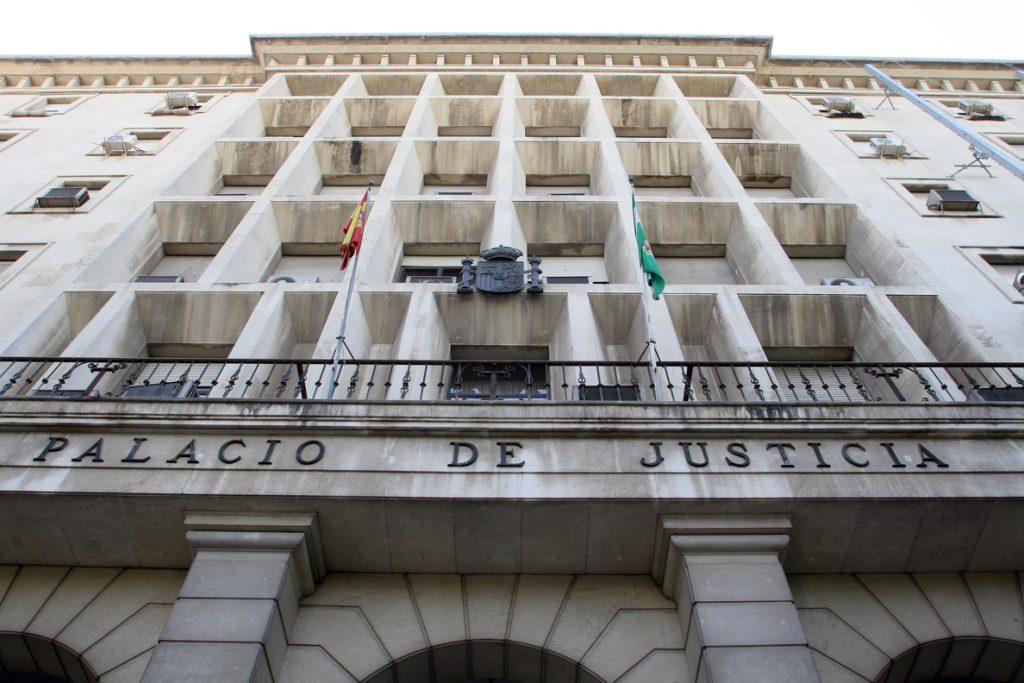 Acusado de matar a su padre de 117 puñaladas reconoce los hechos y se muestra «muy arrepentido»