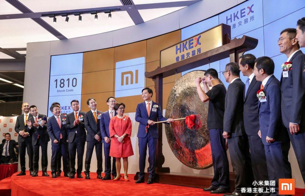 (Ampl) Xiaomi pierde un 1,17% en su debut en la Bolsa de Hong Kong enturbiado por las tensiones comerciales