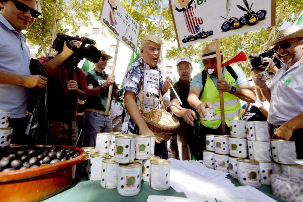 Andalucía pide una respuesta institucional firme ante los «brutales» aranceles a la aceituna