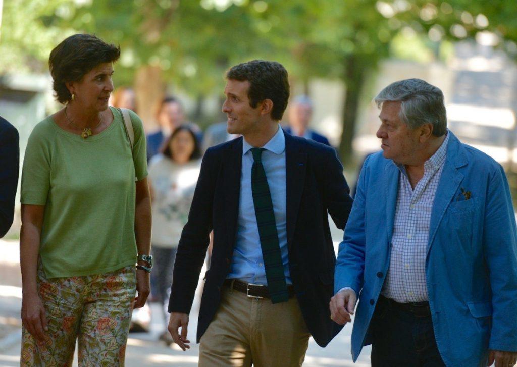 Casado aparece con San Gil para reivindicar la «esencia» del PP: «María es una referencia para España»