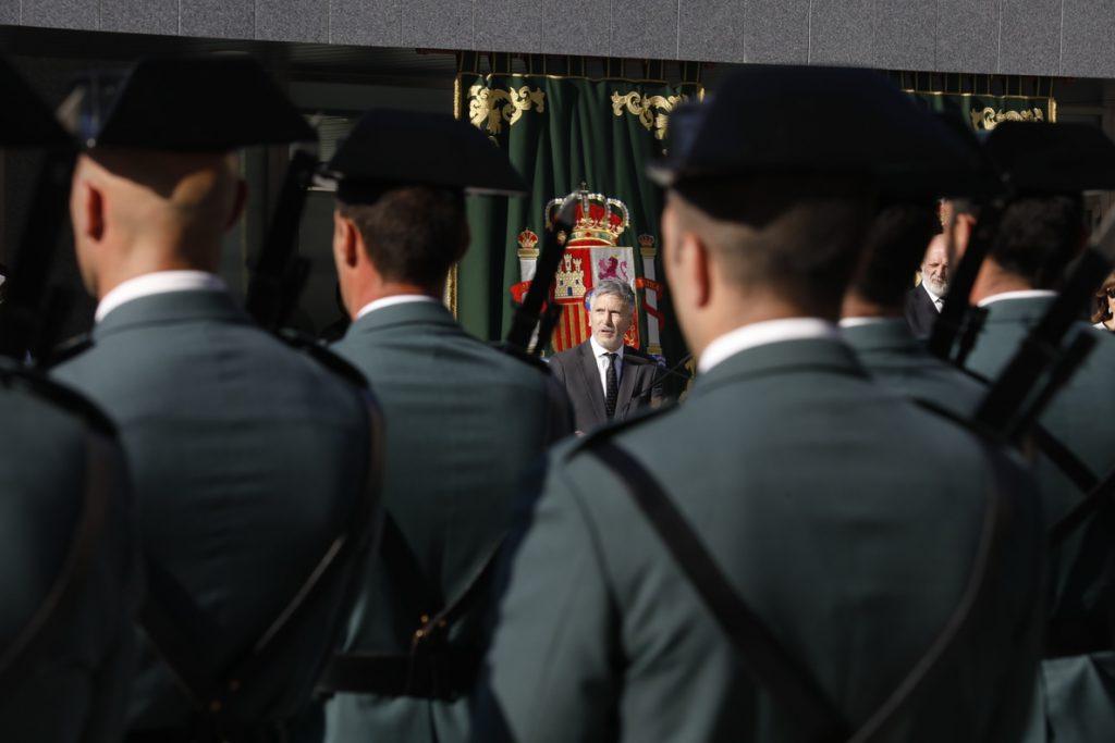 La apuesta de Marlaska por un comisario en el Gabinete de Coordinación enfrenta a policías y guardias civiles