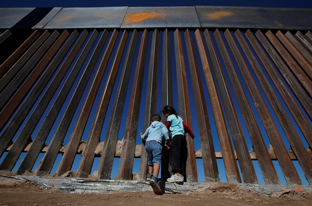 Una juez rechaza la solicitud de Trump para detener a niños inmigrantes durante un largo periodo de tiempo