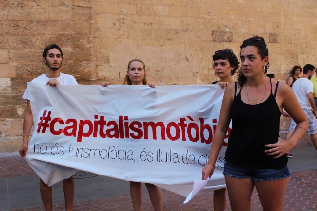 Arran exige en Baleares reducir el número de cruceros y prohibir los pisos turísticos