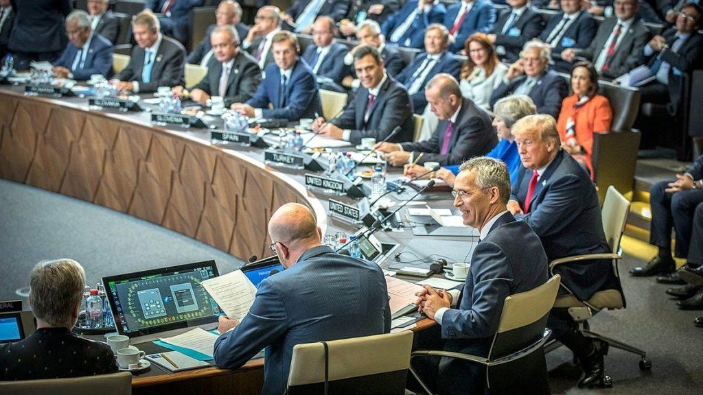Sánchez propone a los aliados de la OTAN que España lidere una misión de entrenamiento en Túnez