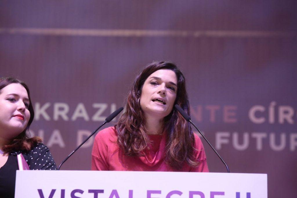 Clara Serra (Podemos) agradece a Reverte que amenace con irse de la RAE porque «hacen falta muchas mujeres allí»
