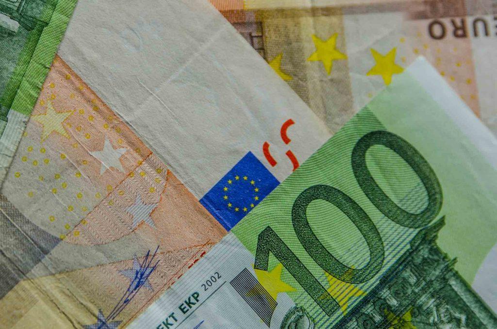 Cambios del euro del Banco Central Europeo del 13 de julio de 2018