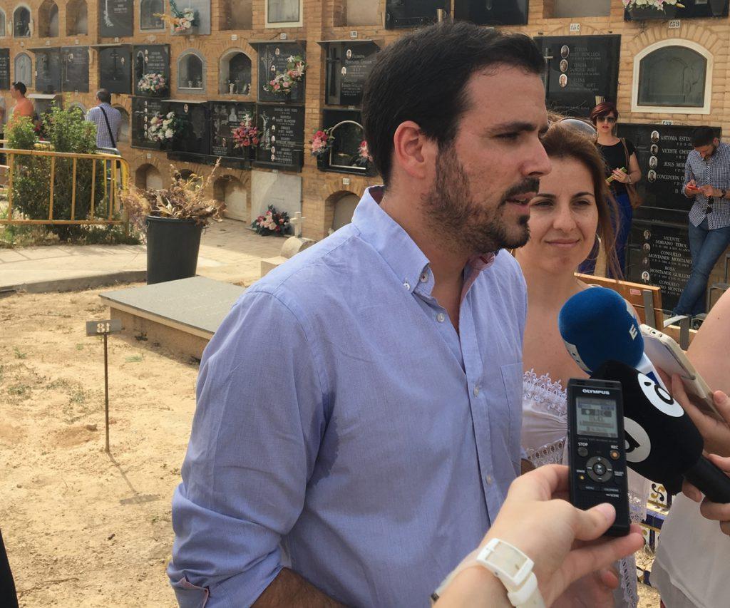 Garzón dice que el Gobierno «se equivocaría gravemente si mantiene la línea del PP de proteger a la monarquía corrupta»