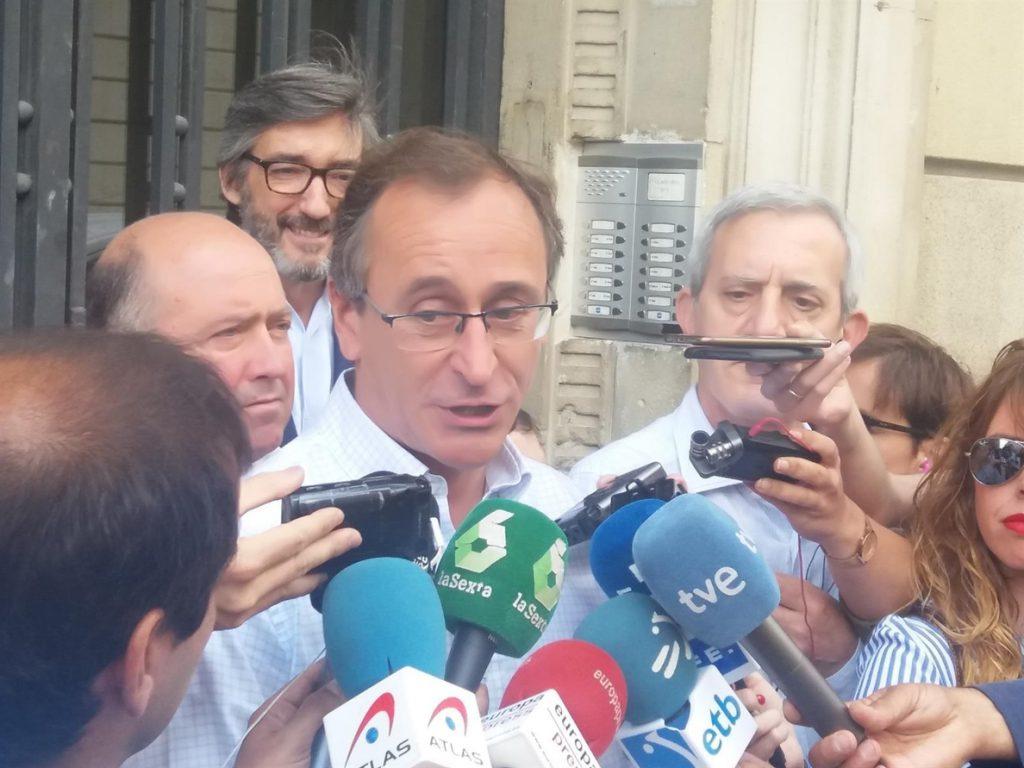 Alonso (PP) dice que la votación de los compromisarios no está concebida para «favorecer un pacto entre perdedores»