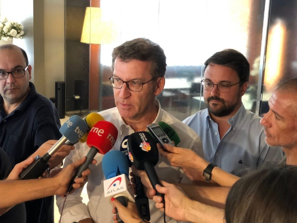 Núñez Feijóo pide a Casado y Santamaría que trabajen «exclusivamente» por el PP: «No hay vídeo que nos pueda perjudicar»