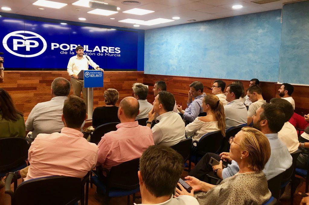 El presidente del PP de Murcia anuncia que votará la candidatura de Pablo Casado en el próximo congreso del partido