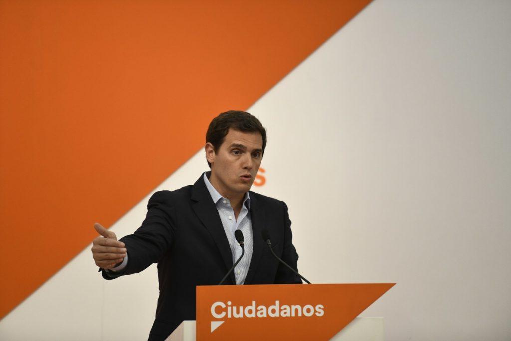 Rivera avisa de un posible delito de prevaricación si el Parlamento catalán rechaza la inhabilitación de diputados