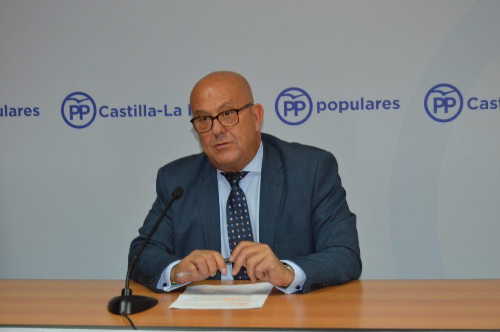 El secretario general del PP de Toledo muestra su apoyo a Santamaría porque «persigue la unidad de partido»