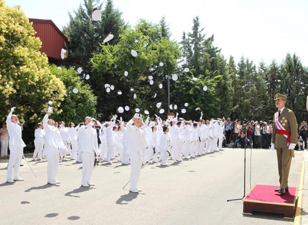 Los Reyes entregan los despachos a 140 nuevos oficiales y suboficiales de los Cuerpos Comunes de las Fuerzas Armadas