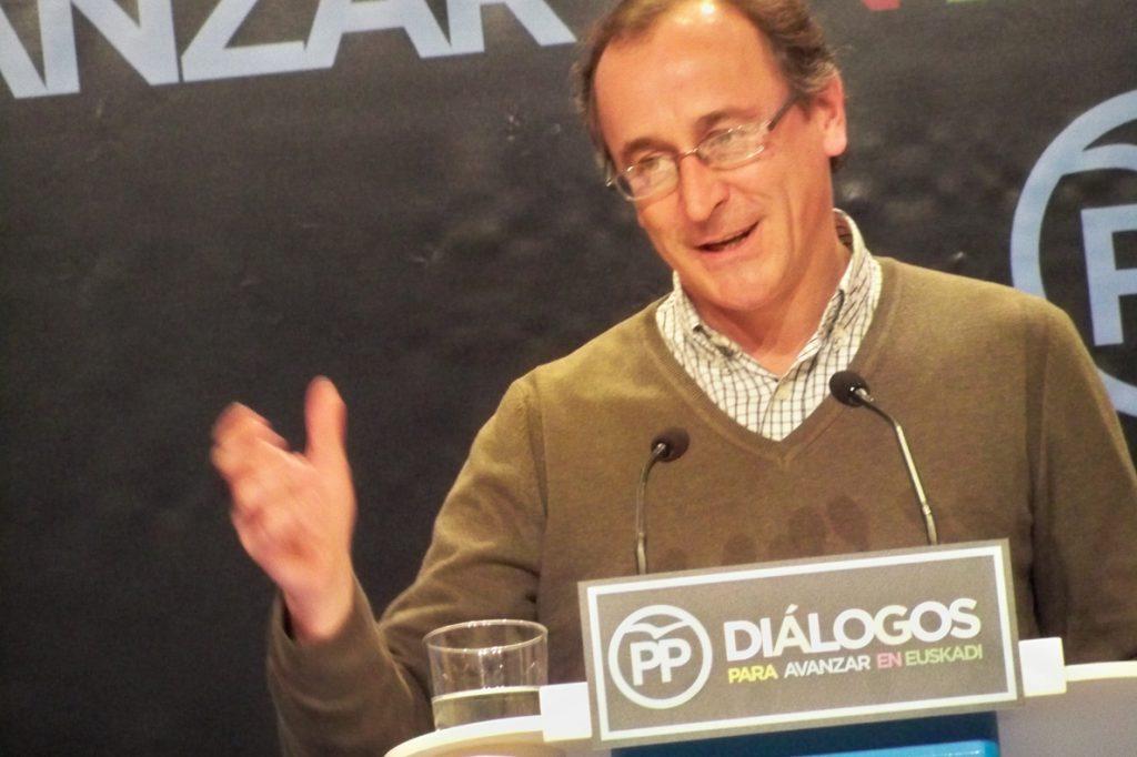 Alonso afirma que Santamaría busca ocupar el espacio de centro-derecha y Casado «escora más a estribor»