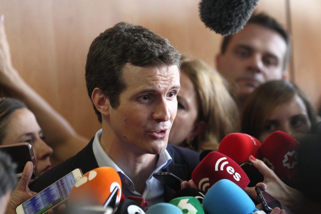 Casado ve «un honor» el apoyo de gran parte de los ministros de Rajoy y rechaza que la comida sea contra Santamaría