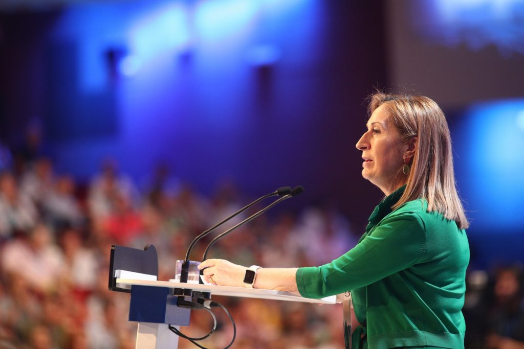Pastor reivindica a Rajoy como «el mejor presidente» y llama a estar «más unidos que nunca» tras el Congreso