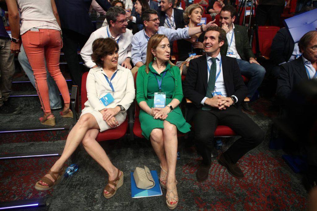 Santamaría confía en que Casado analice «las clases de grandeza» que ha dado Rajoy en su discurso