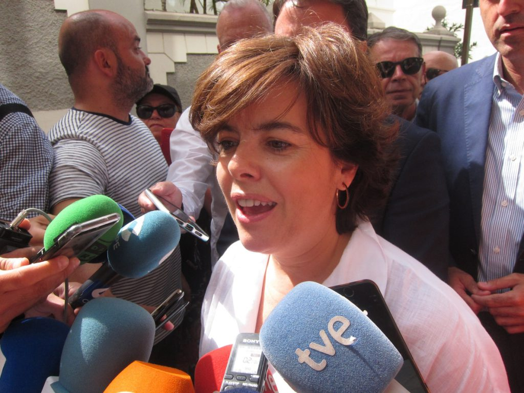 Santamaría llega al congreso reivindicando su victoria en primera vuelta y dándose por ganadora de la segunda