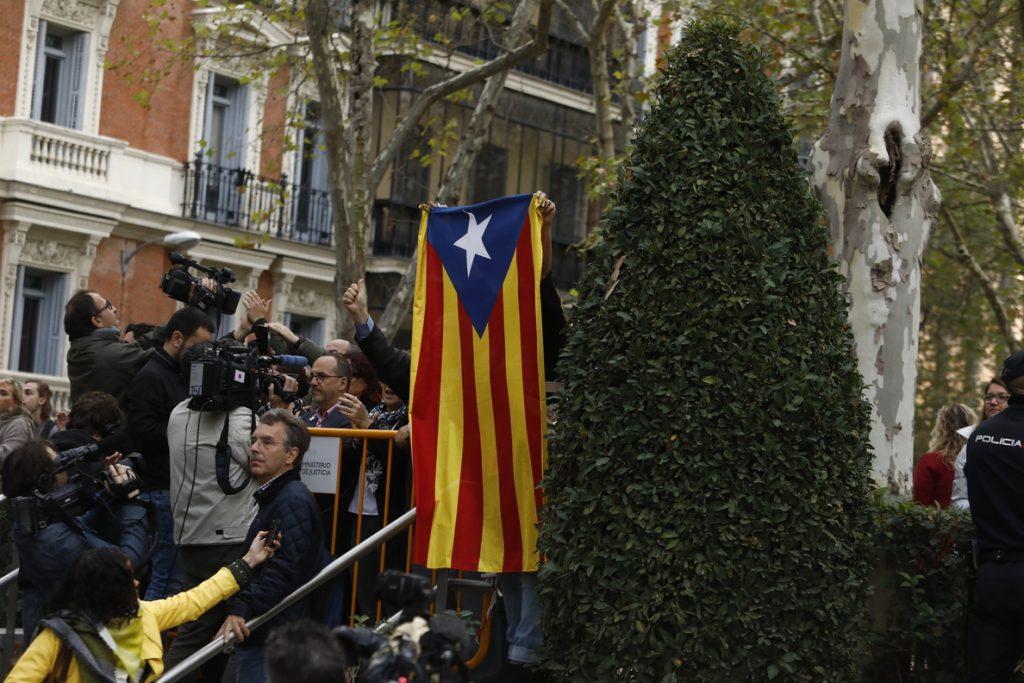 El 46,7% de catalanes quiere que Cataluña sea independiente, un 1,3% menos que en un sondeo anterior, según el CEO