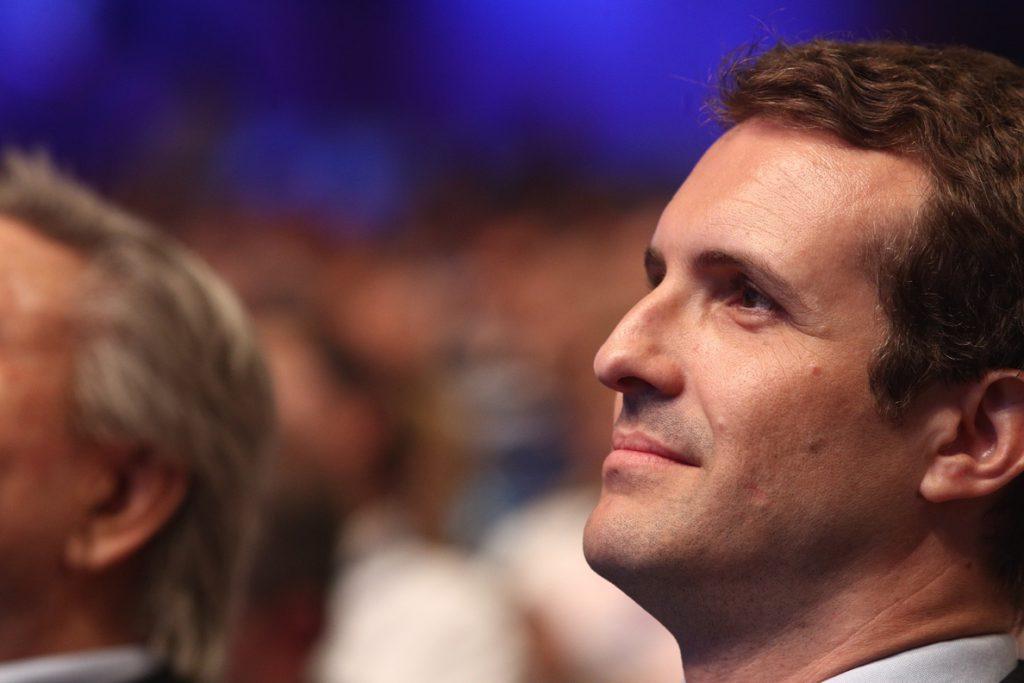 Casado gana en la mayoría de las mesas del congreso, según su equipo