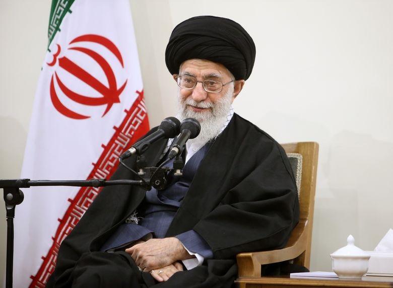 Jamenei dice que negociar con EEUU fue «un claro error» y aboga por mantener los contactos con los países europeos