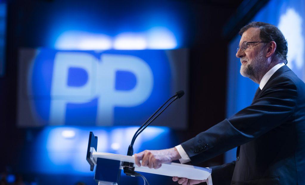 Rajoy mantiene su neutralidad hasta el final y no participa en la votación de su sucesor
