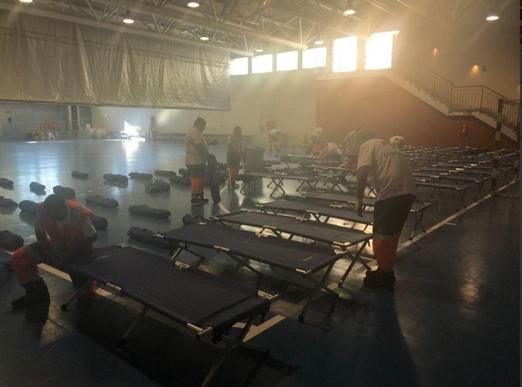 Cruz Roja habilita un polideportivo en Cádiz para atender a migrantes