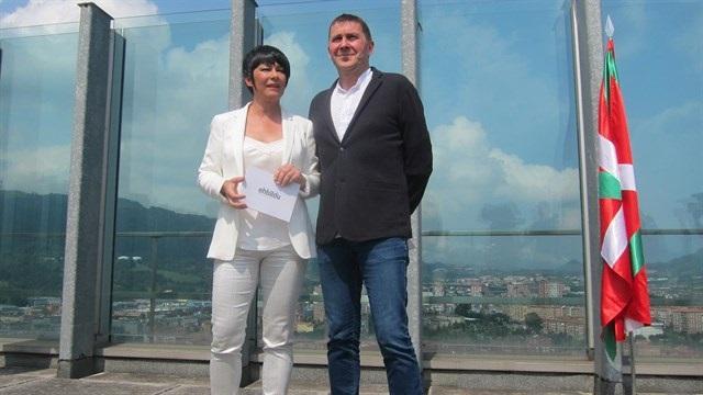 Iriarte (EH Bildu) dice que, con el acuerdo de nuevo estatus con PNV, se está «más cerca de un estado vasco soberano»
