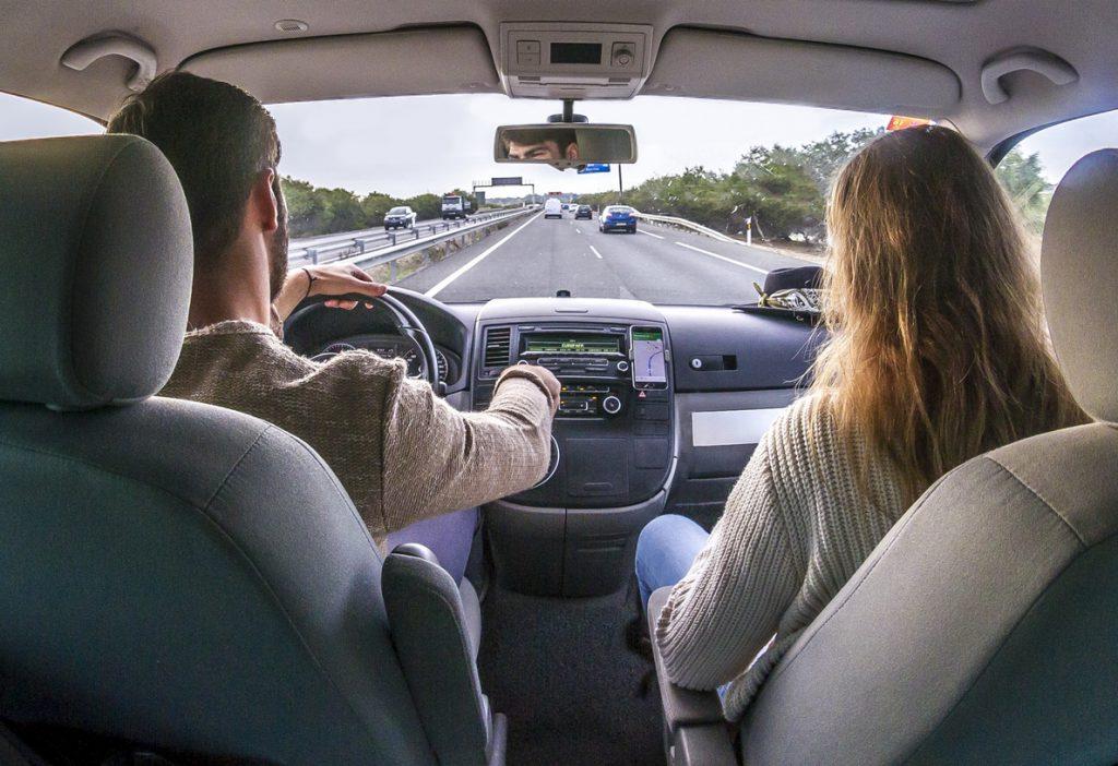 Cinco aplicaciones que ayudarán a los conductores durante sus trayectos en verano