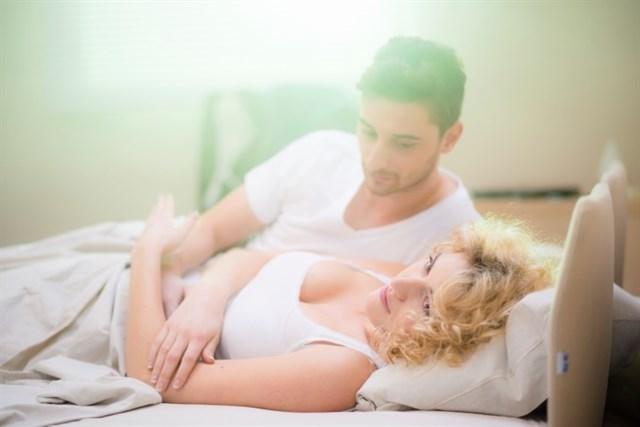 Más del 40% de los españoles prefiere renunciar al sexo durante un mes antes que al móvil