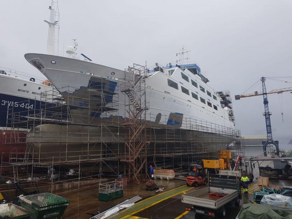 La Armada recibe un nuevo buque escuela y de cooperación pesquera, el 'Intermares'