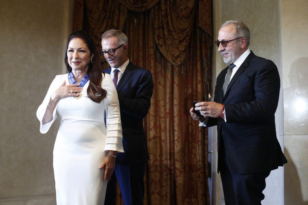 Gloria Estefan recibe Medalla de Bellas Artes: «En Cuba lucen cambios por fuera, pero el pueblo sigue sufriendo»