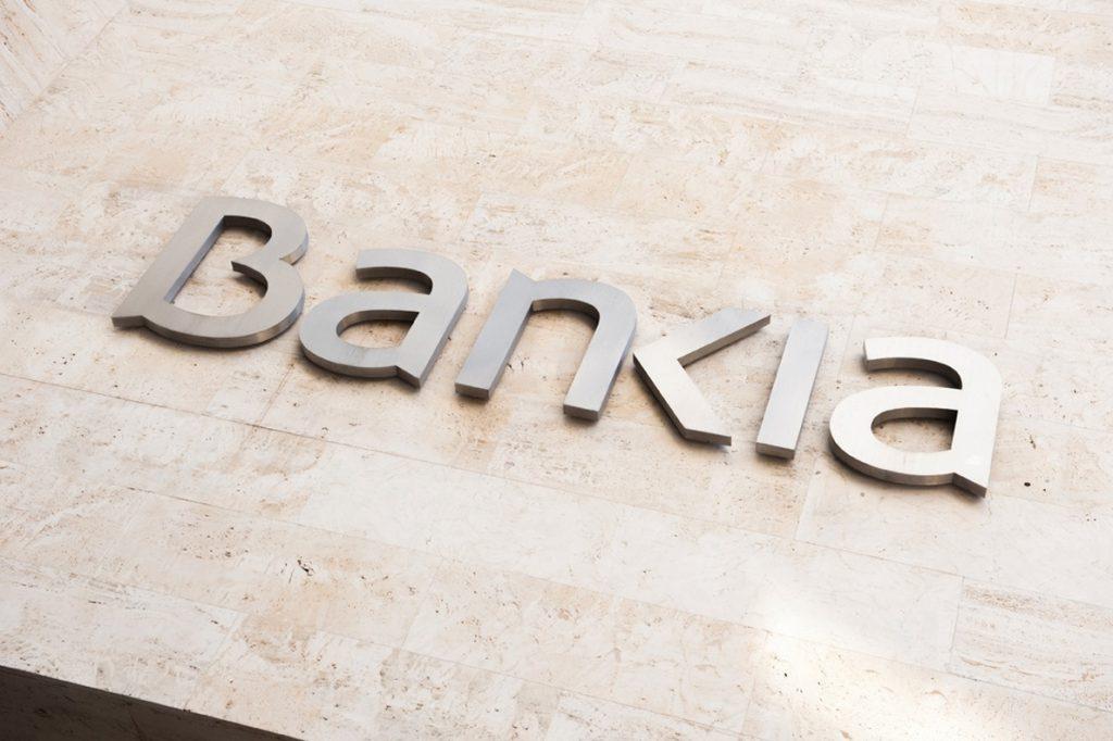 Los bajistas rebajan la presión en Bankia y Sabadell